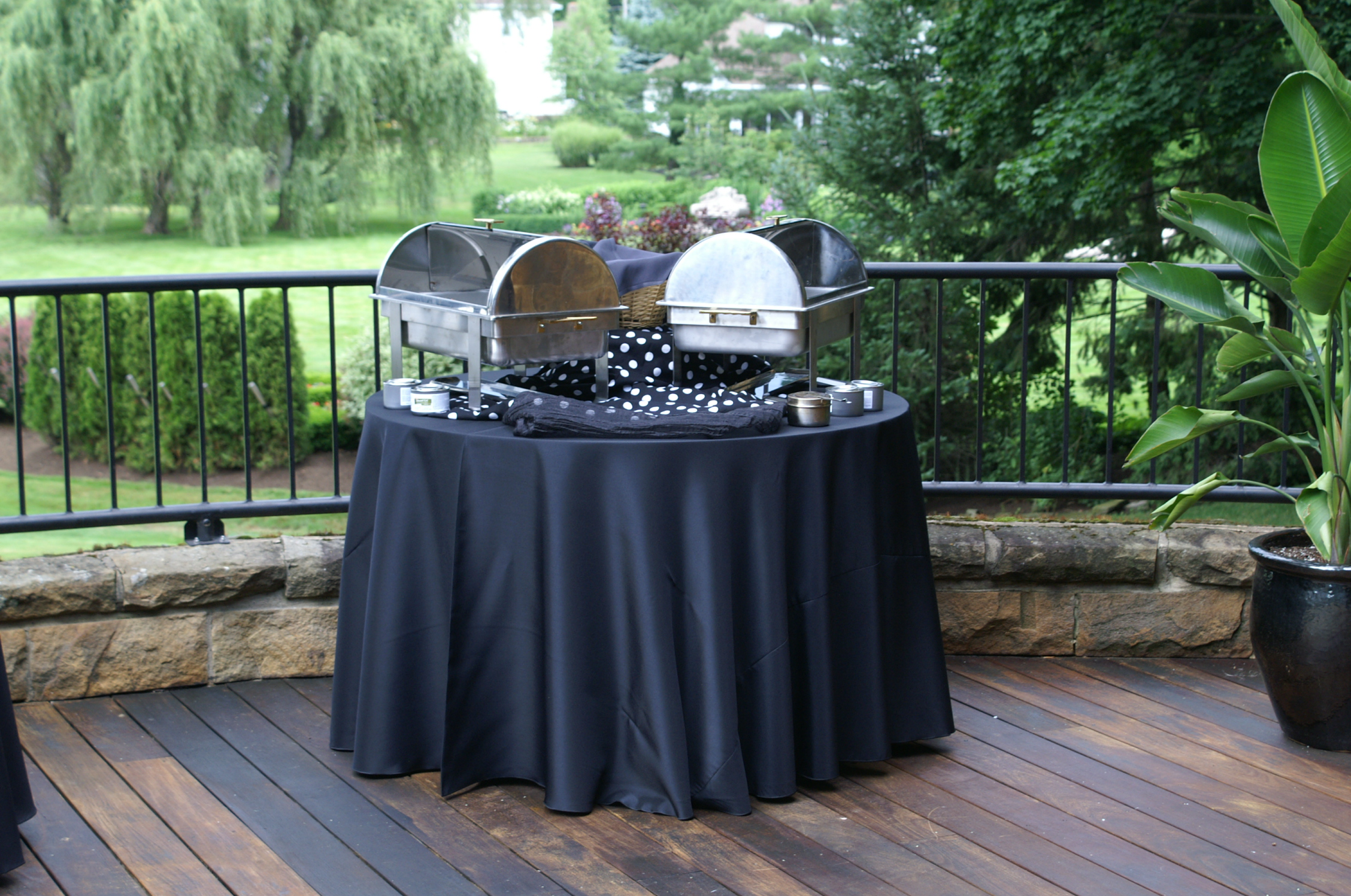 "108"" Round Black Solid Tablecover On 48"" Round Table"