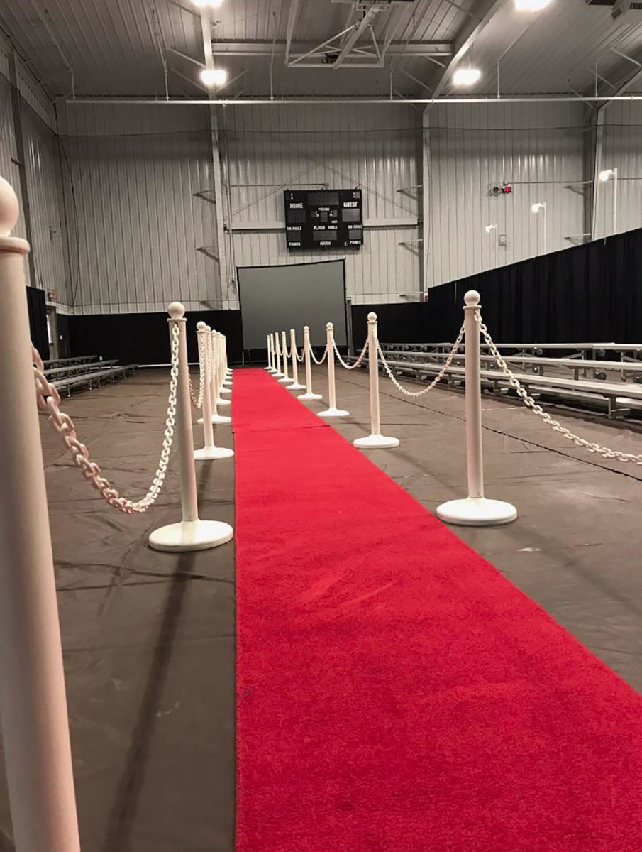 Stanchion White Plastic with 10' Chain